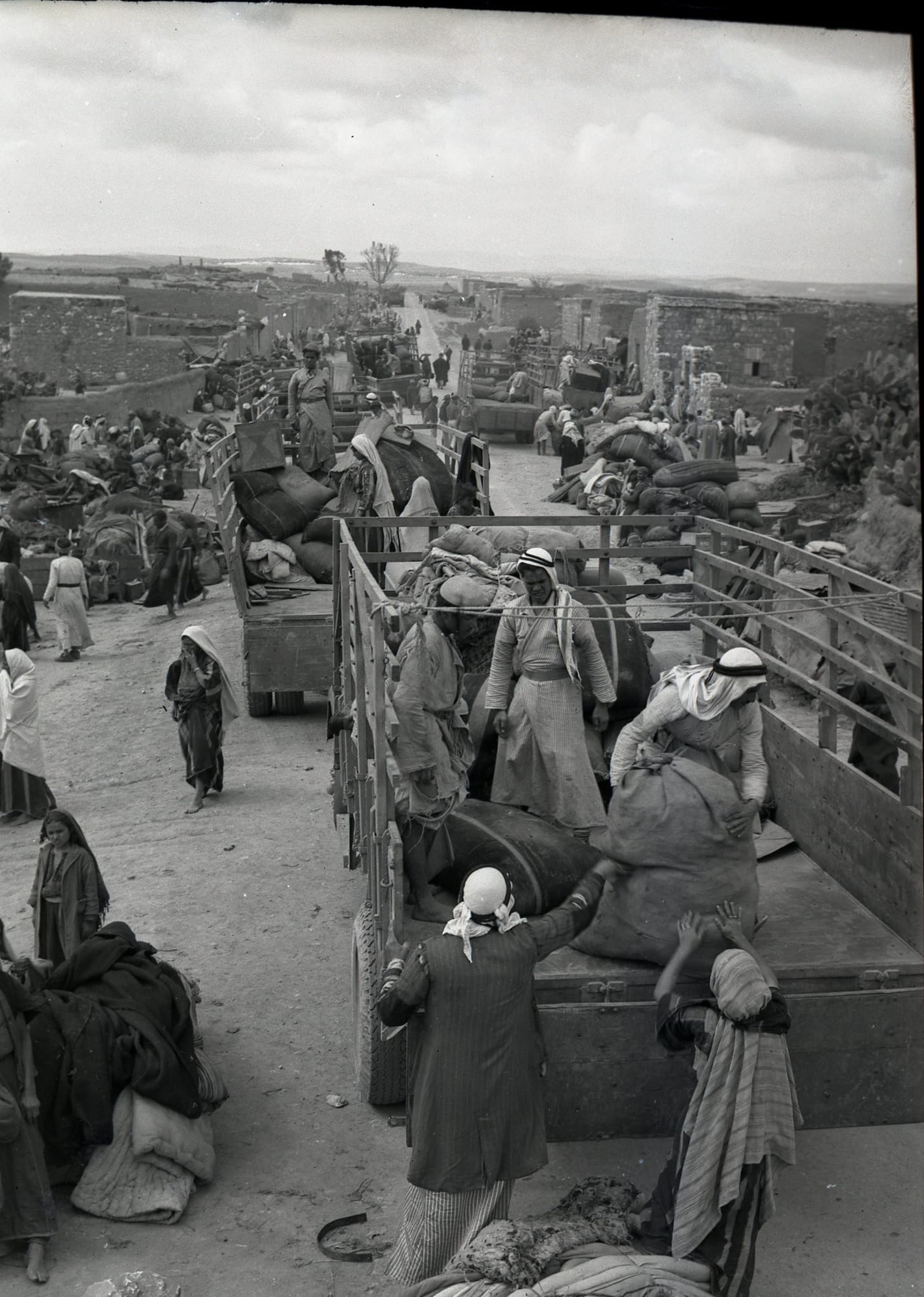 The evacuation of Iraq al-Manshiyya, near today's Kiryat Gat, in March, 1949.