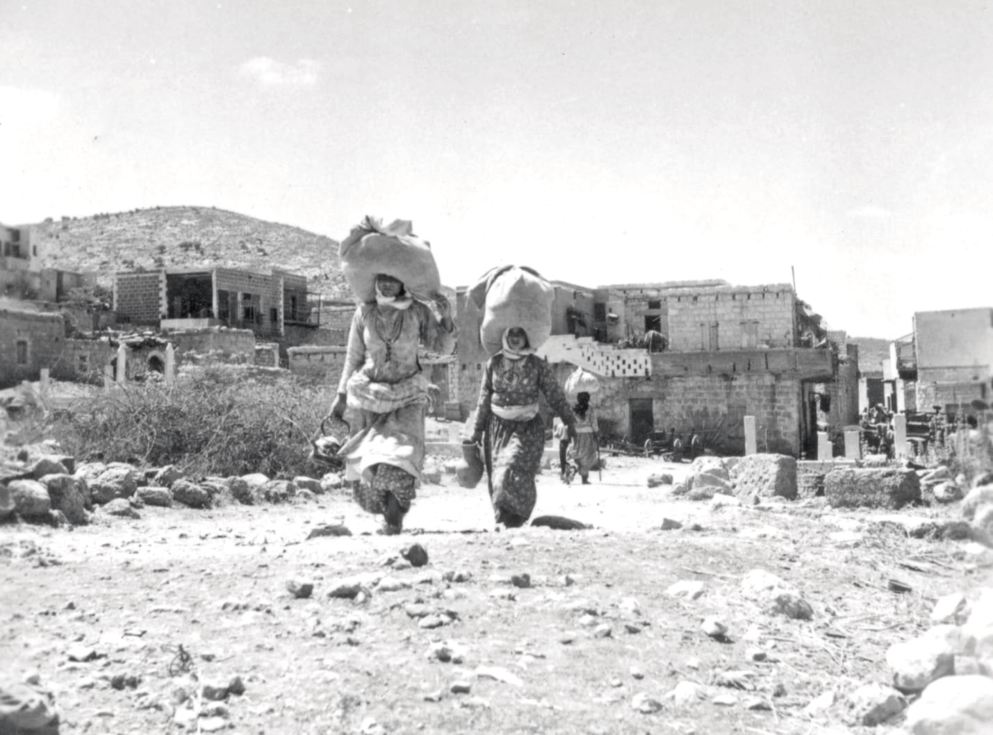 Palestinian refugees in the Ramle area, 1948.