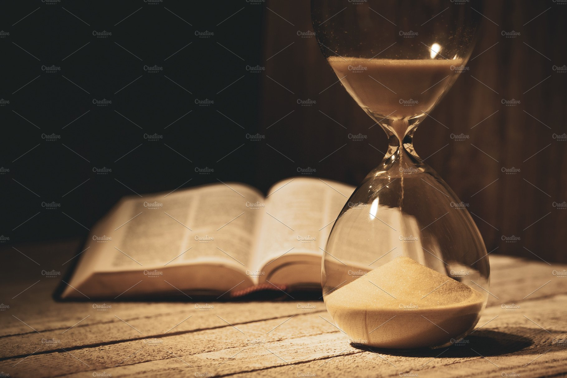 The End is Near: Minor and Major Signs of the Hour in Islamic Texts and Contexts