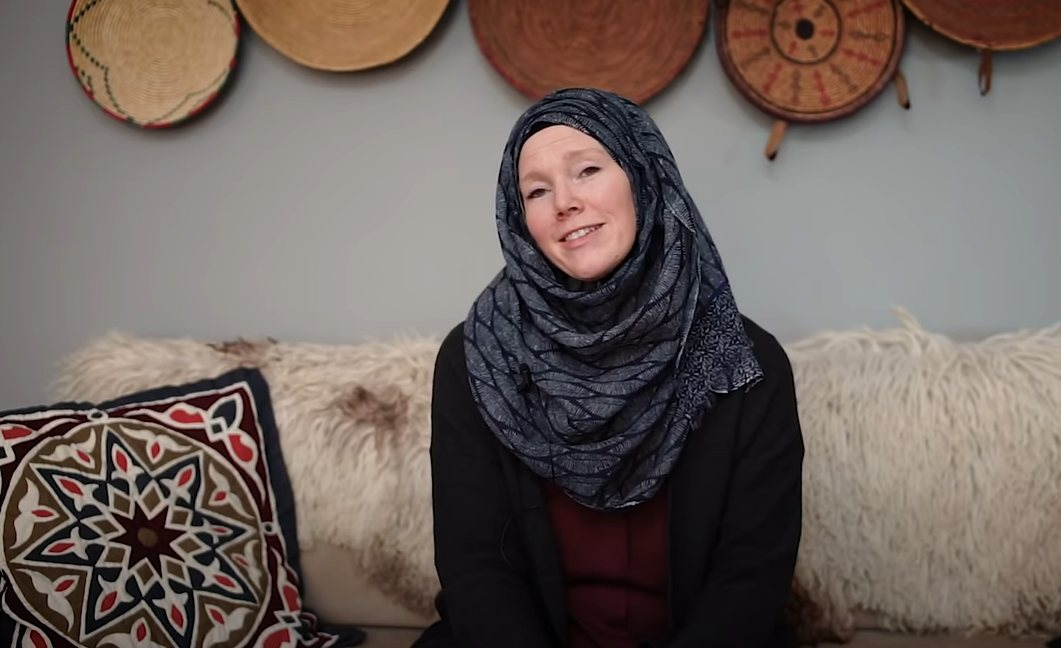 """""""I have some questions and if you can't give me an answer I believe I'm gonna become a Muslim."""" – A Revert's Beautiful Story"""
