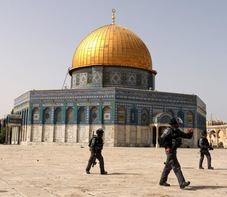 In Pictures : al-Aqsa and Worshippers Under Attack