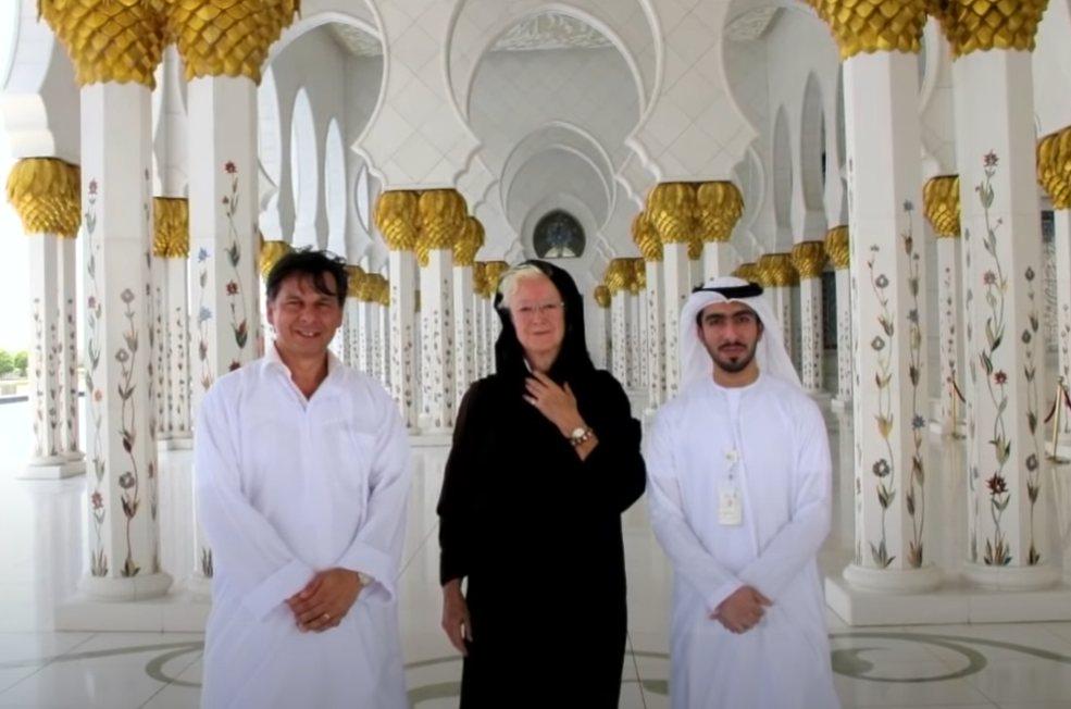 Lesley Hazelton at Shaykh Zain Grand Mosque